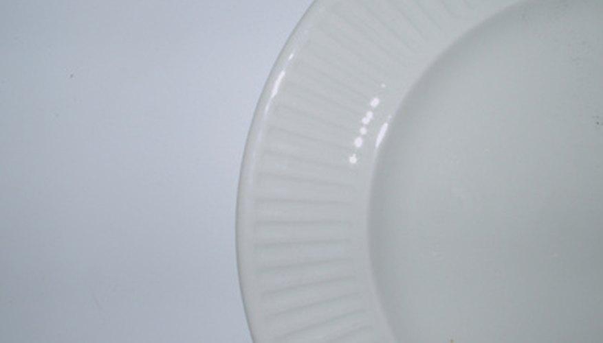 For decoration ironstone dinnerware often has molded rims. & What Is Ironstone Dinnerware? | Our Pastimes