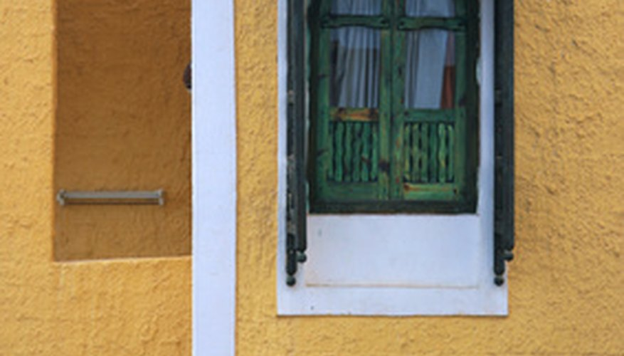 Yellows of any shade are appropriate Italian villa paint colors.