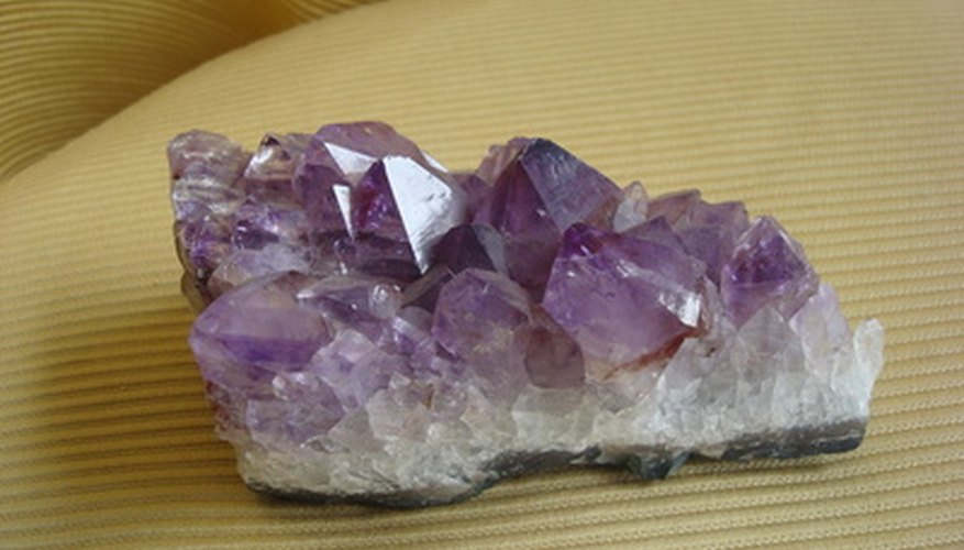 Types Of Stones Quartz : What types of crystals are found in geodes our pastimes