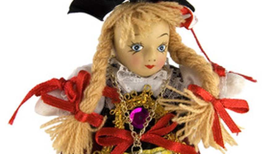 Dress up your dolls in seasonal clothing for craft shows