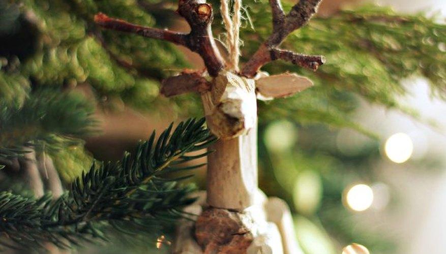 Cuelga el reno de tu árbol de Navidad.