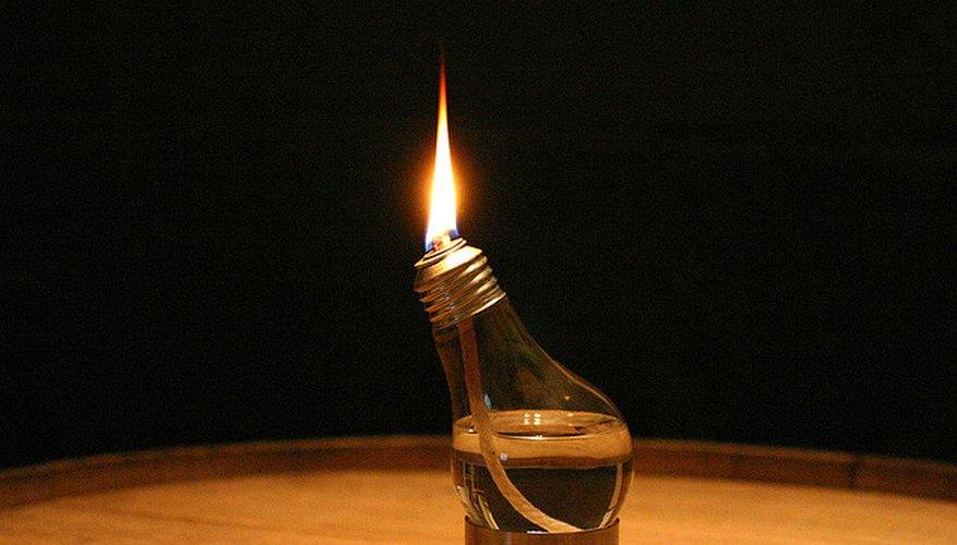 Imagen de una bombilla utilizada como lámpara de alcohol