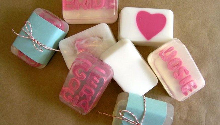 El jabón hecho en casa es ideal para un regalo de cumpleaños.
