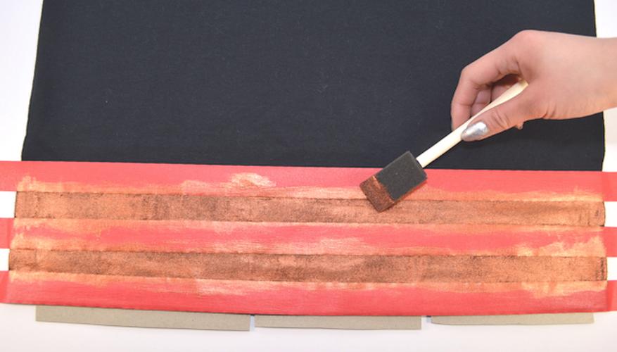 Consigue un mejor resultado aplicando la pintura siempre con el mismo movimiento.