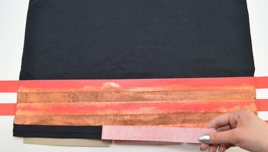 Una vez que la pintura esté seca, quita cuidadosamente la cinta.