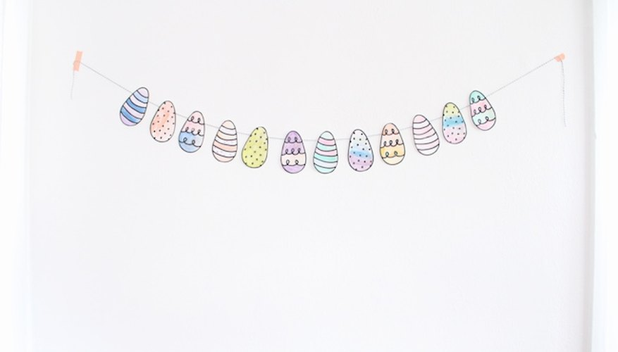 Guirnalda de huevos de Pascua fácil de hacer para chicos.