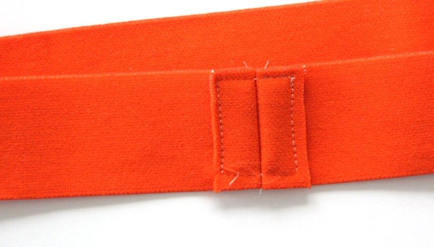 Cose el margen de costura del elástico.