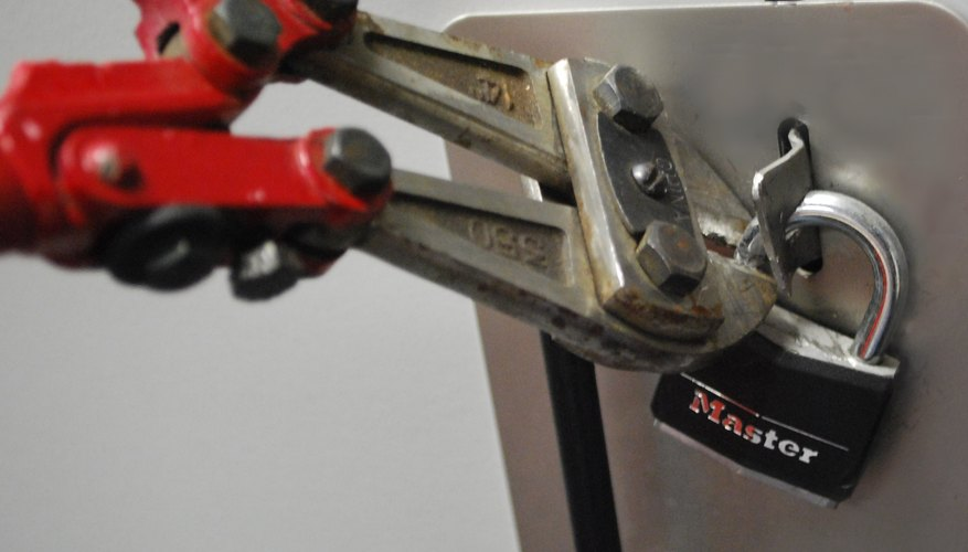 How To Break A Master Lock Without A Key Our Pastimes