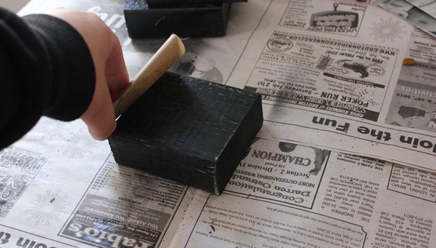 Lija los bloques para darles una apariencia vieja y deteriorada.