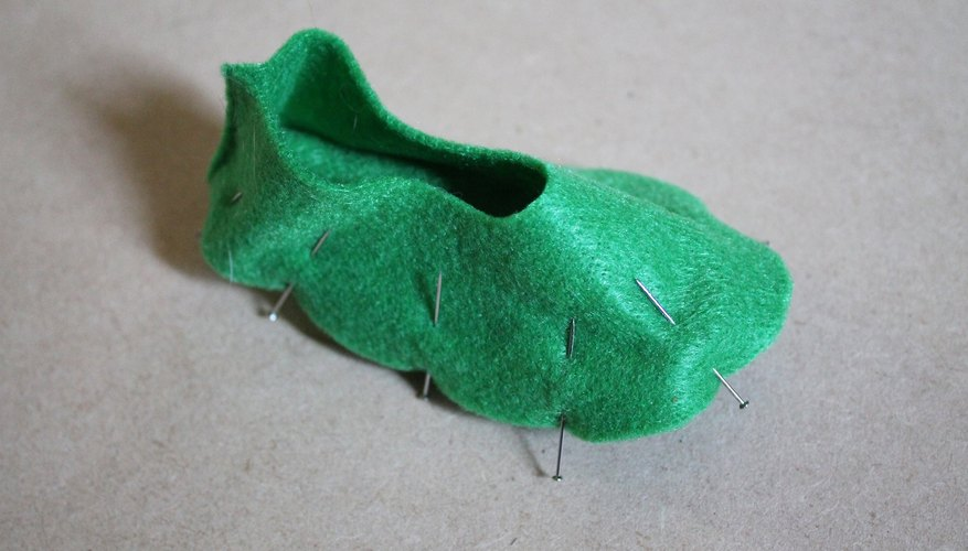 Match up the edge of the sole with the long side of the slipper top.