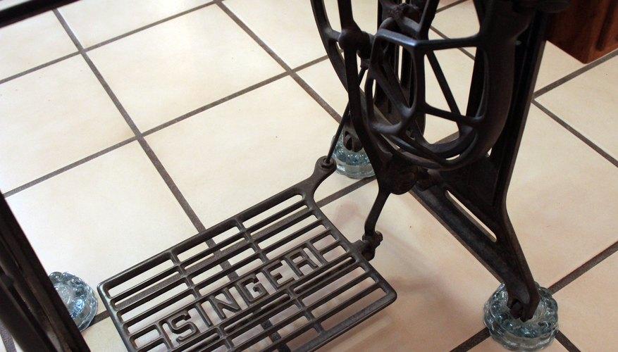 Superb How To Identify An Antique Treadle Sewing Machine Our Pastimes Interior Design Ideas Oteneahmetsinanyavuzinfo