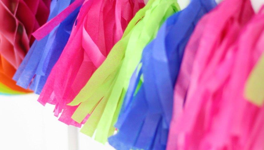 Guirnalda de borlas de papel de seda.