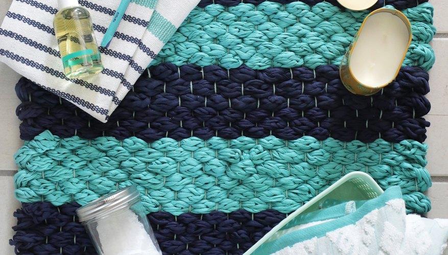 Toda vez que puedas combinar el tejido con los dedos y el entretejido en un solo proyecto terminarás con una fiesta de texturas.