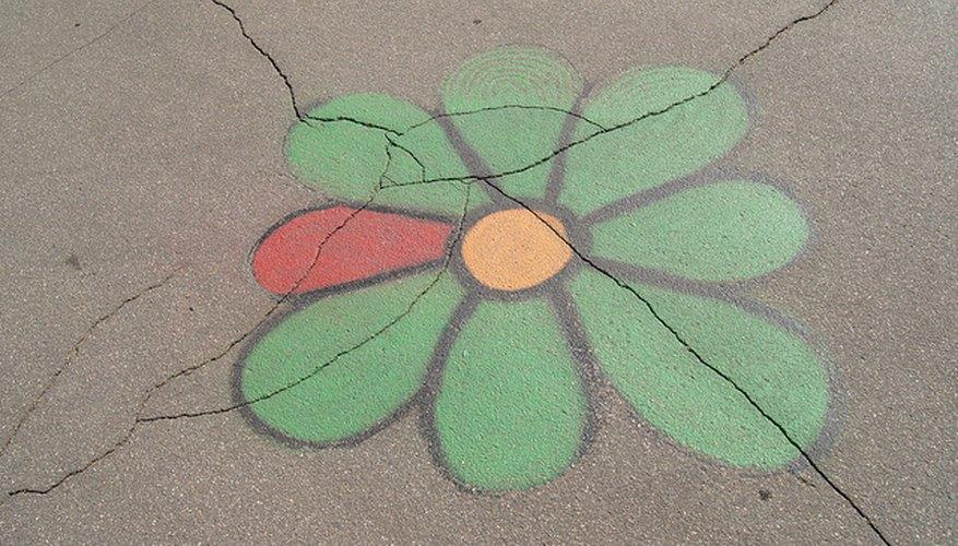 El logo de ICQ pintado sobre asfalto