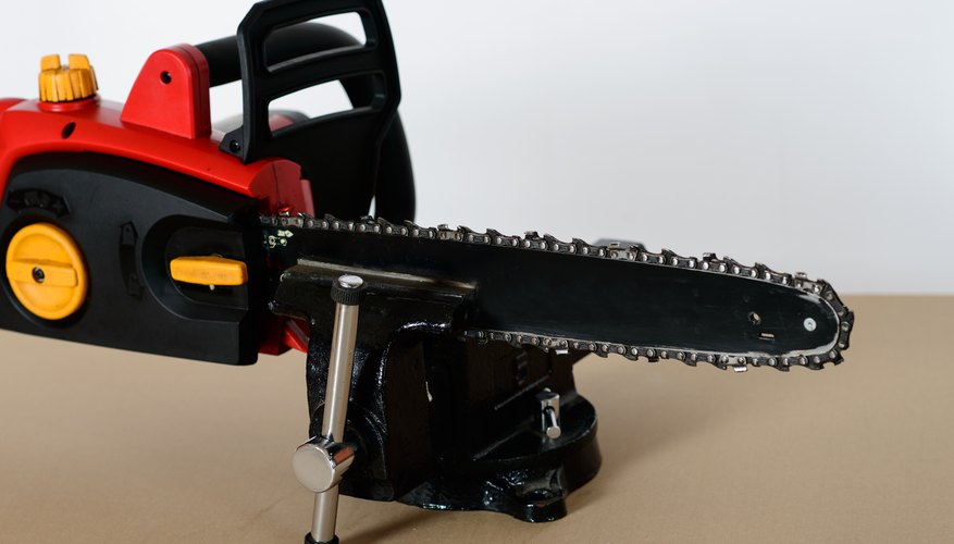 Sharpening a chain saw homesteady a strong vise greentooth Images