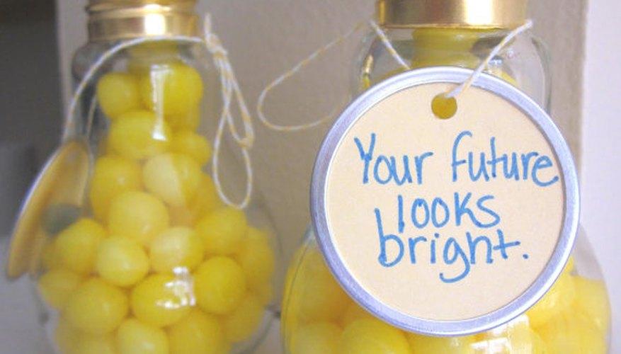 Souvenirs para regalar en cumpleaños realizados con bombillas de luz