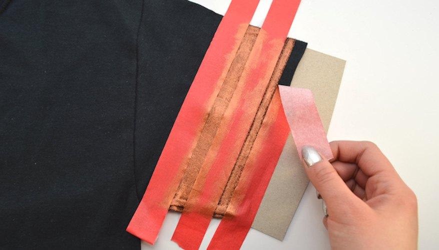 Toca con delicadeza la pintura para asegurarte de que esté completamente seca.