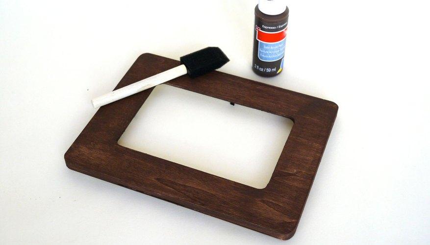 Pinta el marco y permite que seque.