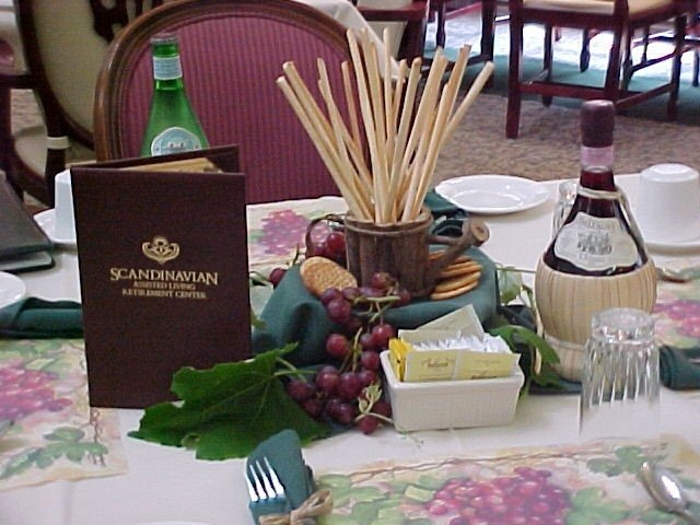 How to decorate for an italian dinner party ehow for Italian decoration food