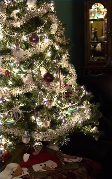 How To String Lights On A Christmas Tree Enchanting How To String Lights On A Christmas Tree EHow