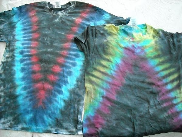 how to tie dye the perfect  u0026quot v u0026quot  shape on shirt