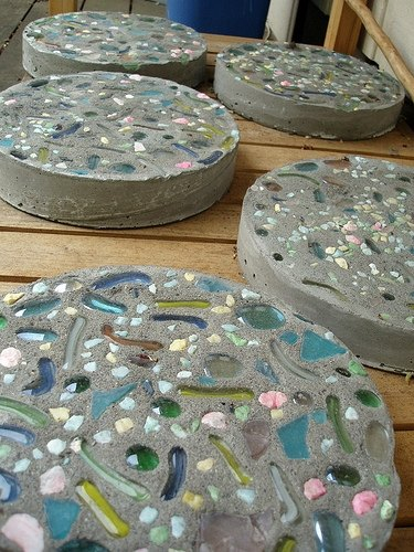 How To Make A Sidewalk With River Rock Amp Stepping Stones