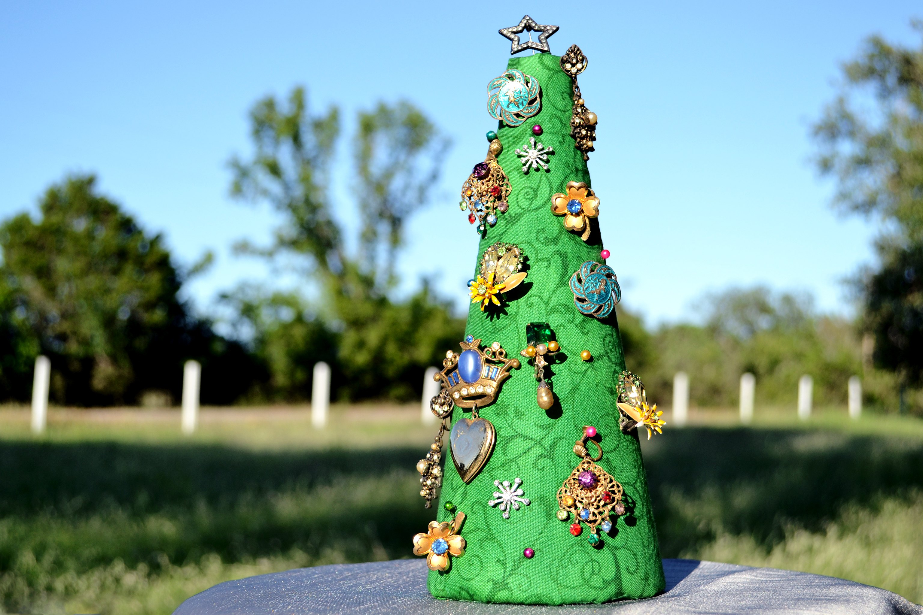 How To Make A Vintage Jewelry Christmas Tree With
