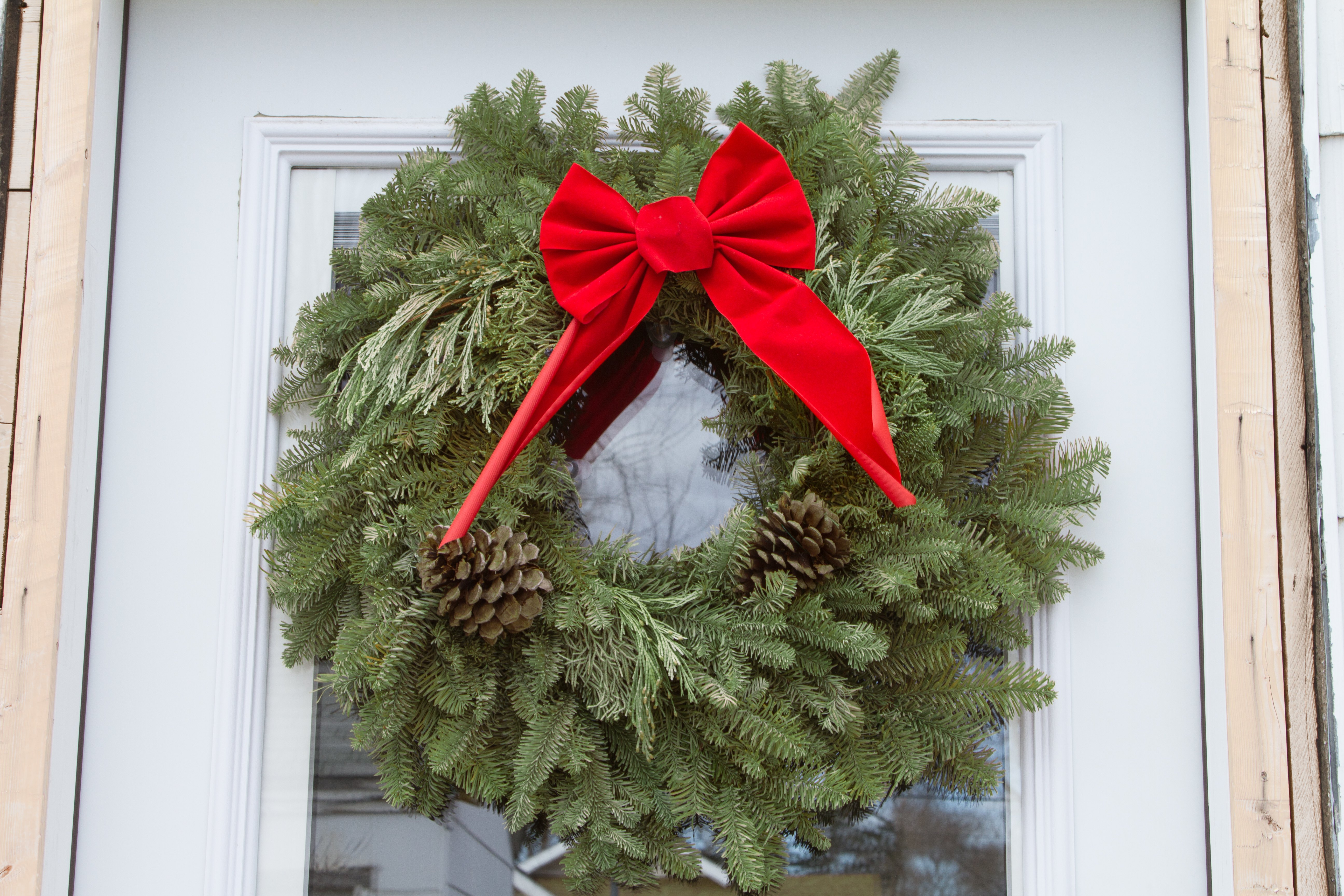 How To Hang A Wreath On A Glass Door With Pictures Ehow