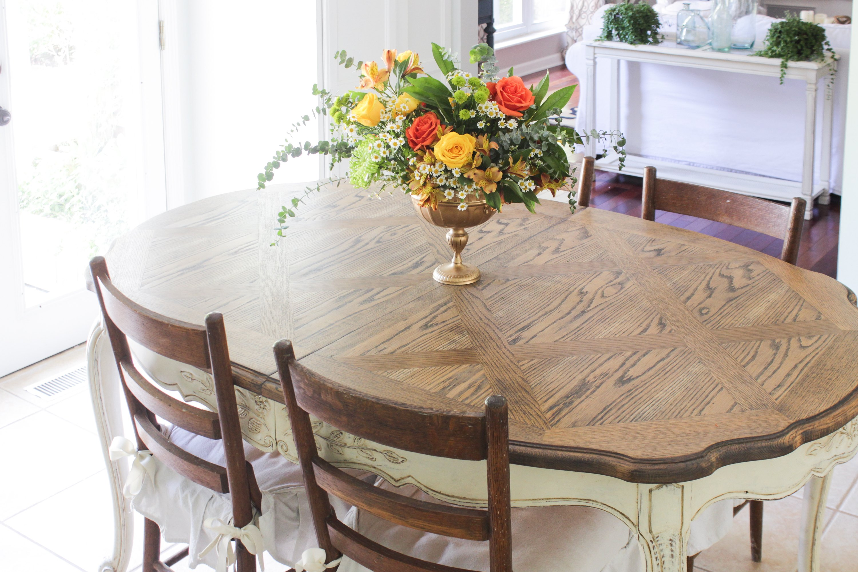how to strip and refinish a dining table ehow. Black Bedroom Furniture Sets. Home Design Ideas