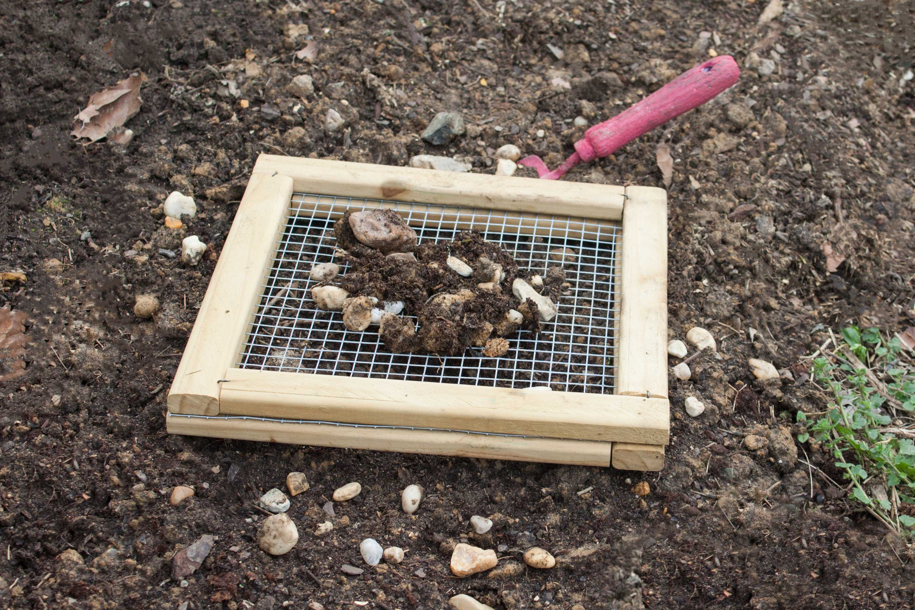 How to screen and separate rocks from garden soil ehow for Topsoil garden soil