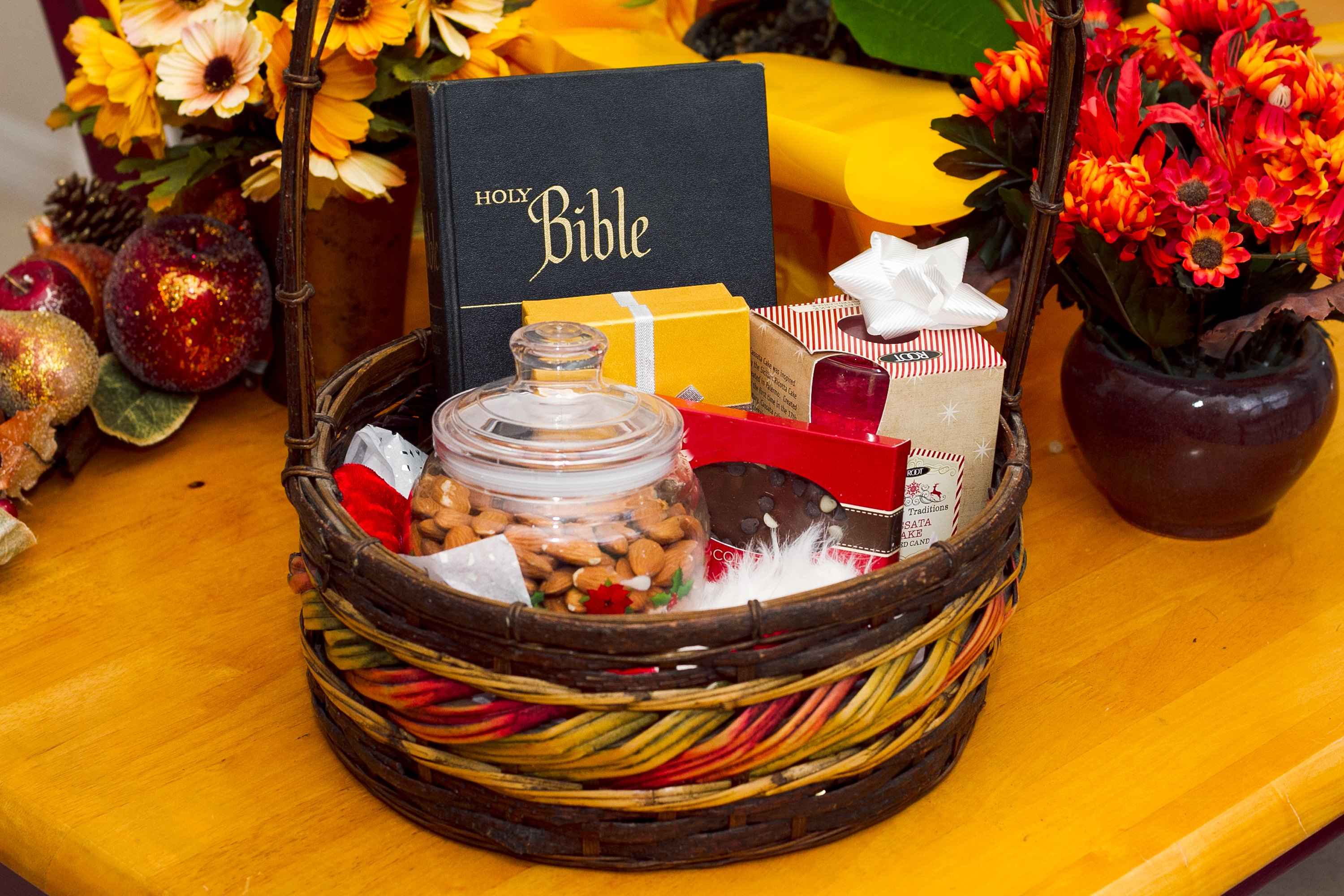 Themes For Gift Baskets: Gift Basket Ideas For Pastors (with Pictures)