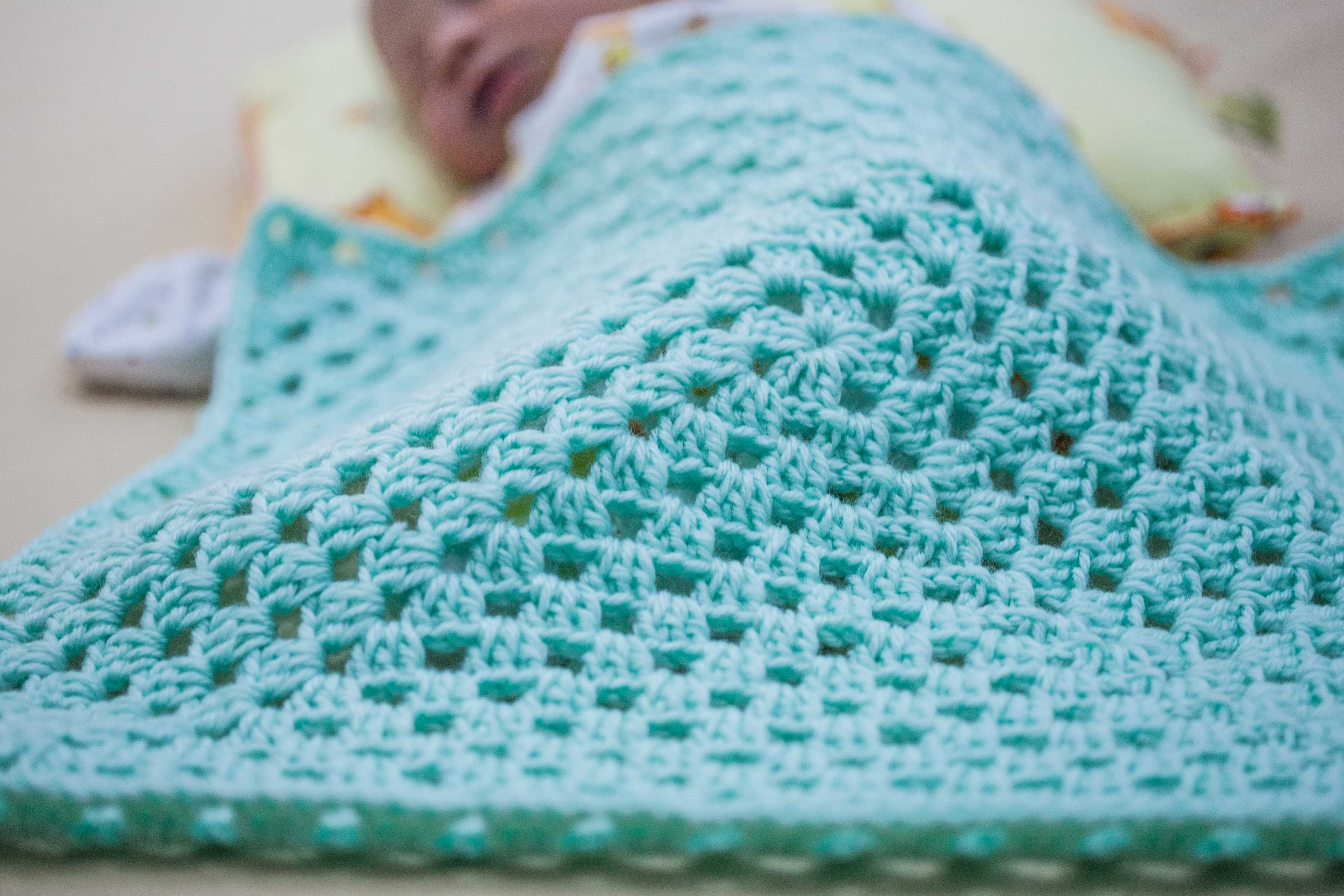 How to Crochet a Granny Square Baby Blanket for Beginners ...