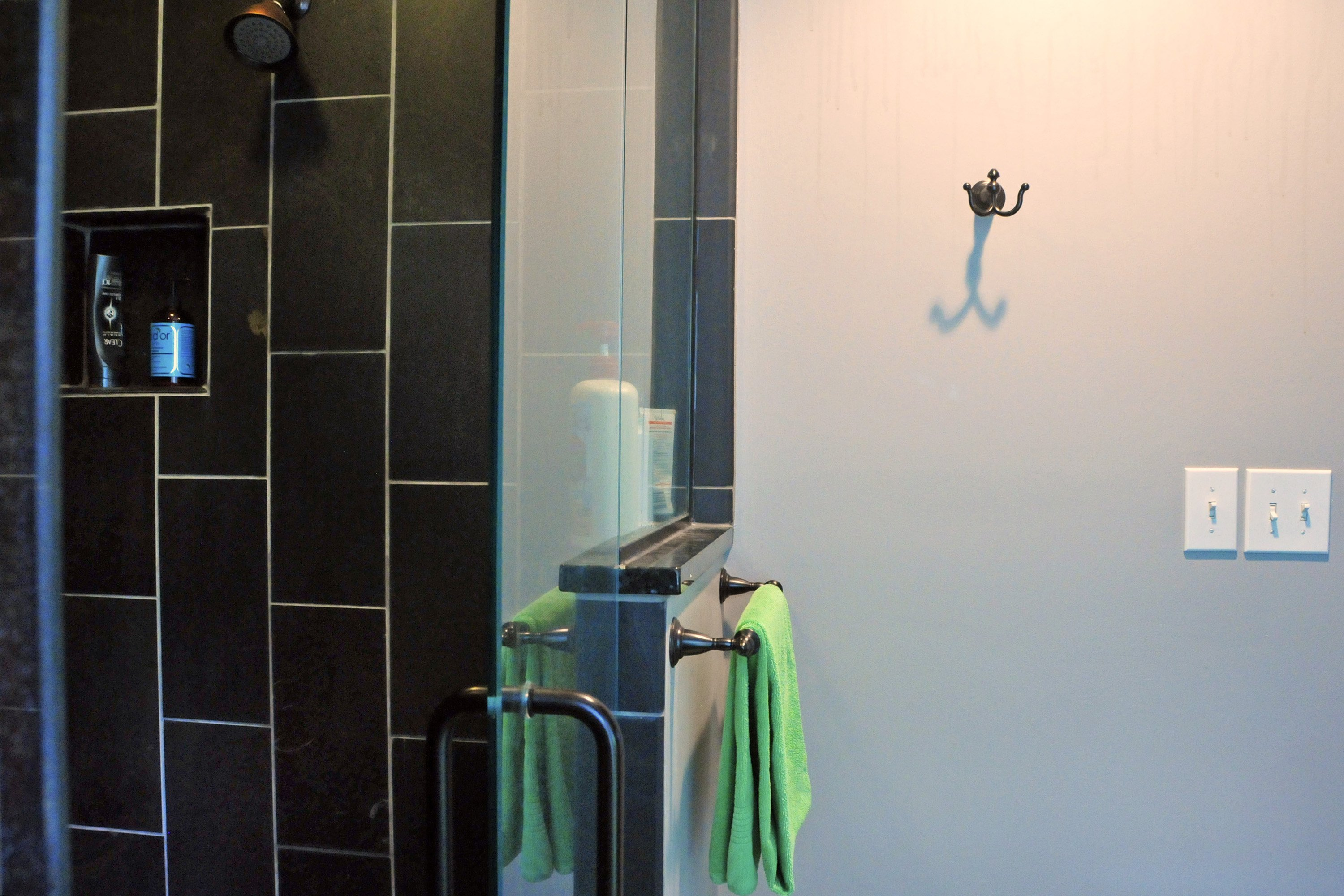 How To Clean Bathroom Walls Tips With Pictures Ehow