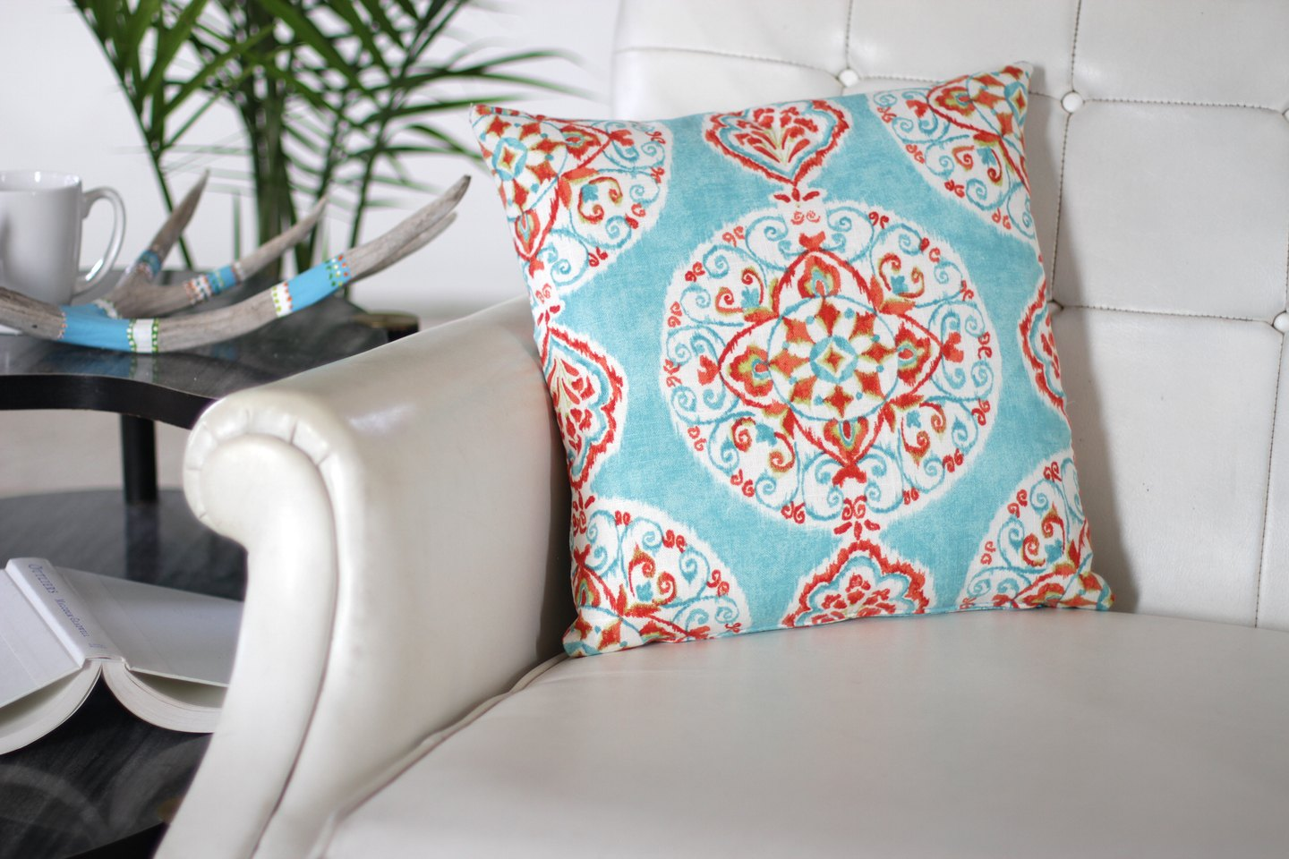 How to Make a Decorative Zippered Throw Pillow Cover eHow