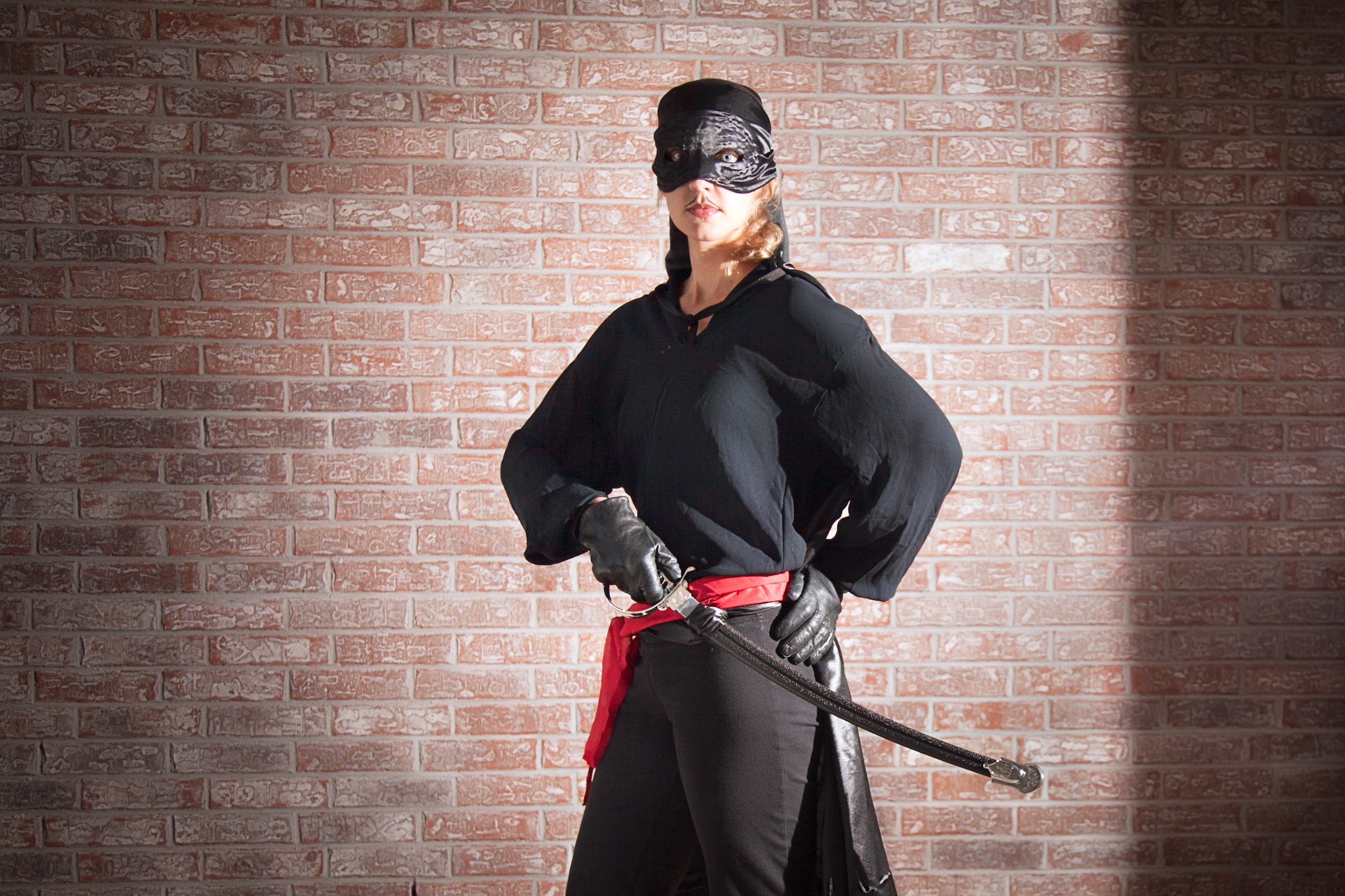 How to make a zorro costume with pictures ehow for Cocktail zorro
