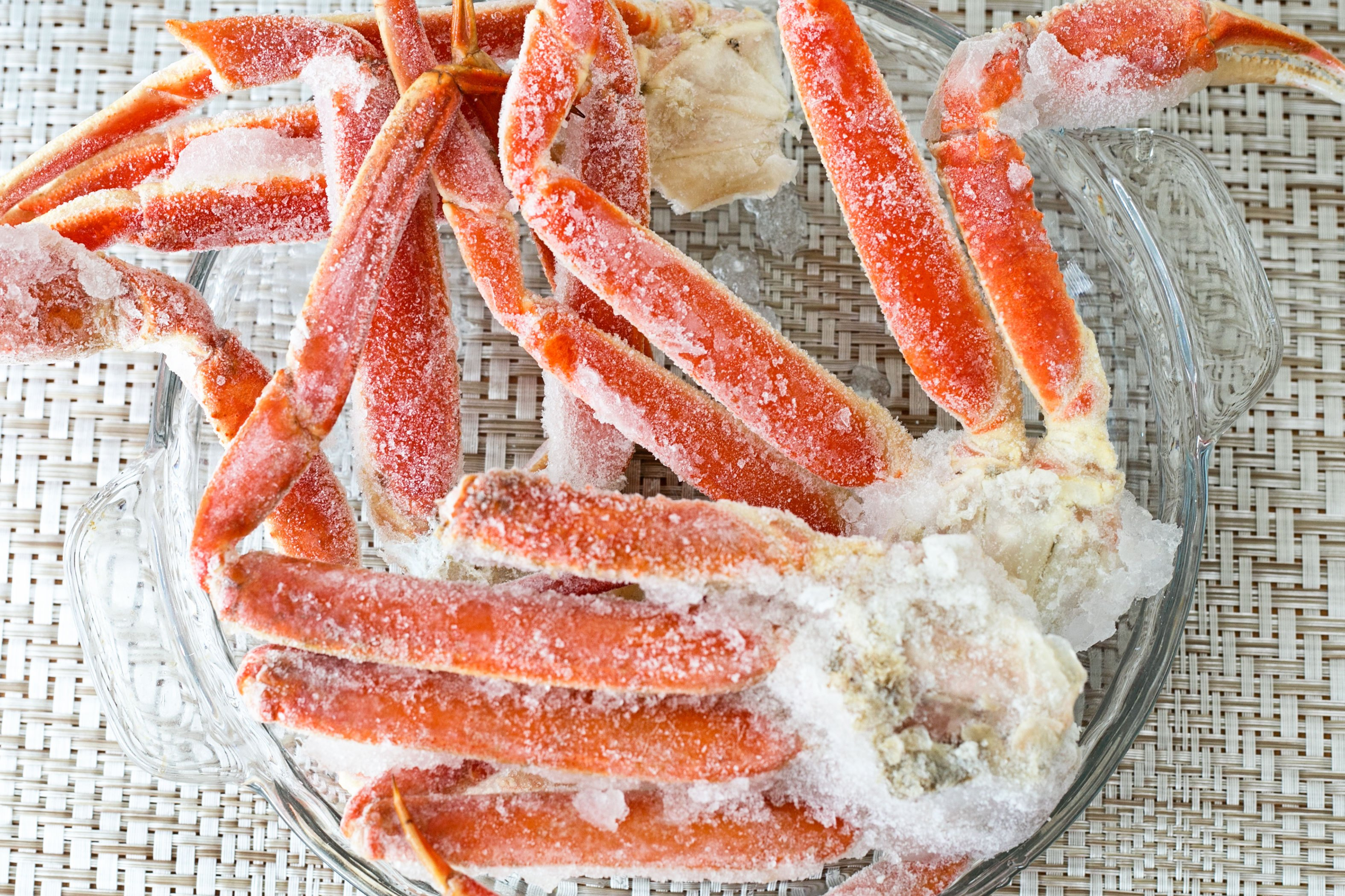 how to cook frozen snow crab legs