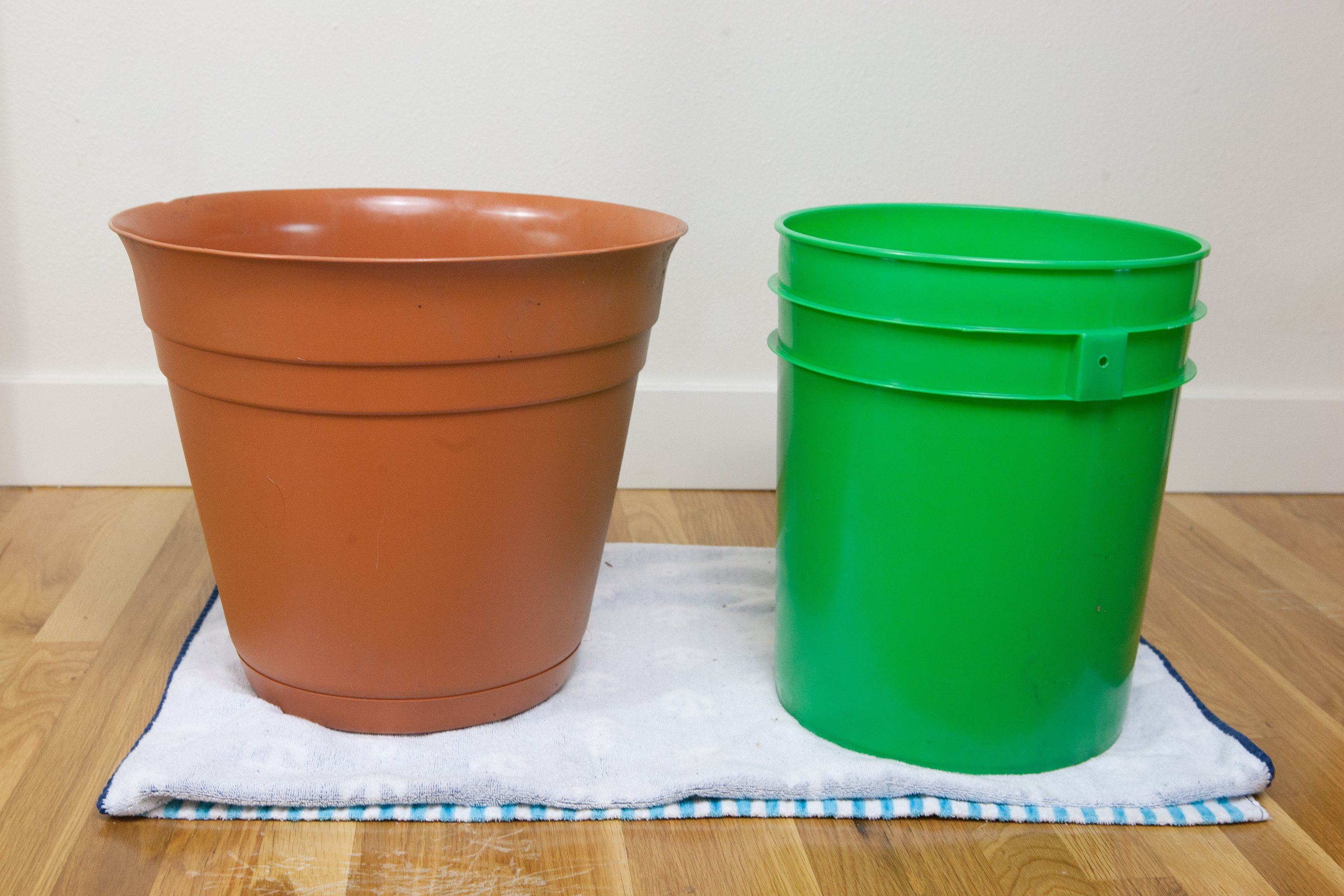How to Use a Bucket As a Christmas Tree Stand   eHow