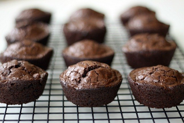 How To Cook Brownies In A Cupcake Pan Ehow