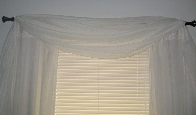 Different Window Valance Styles Ehow
