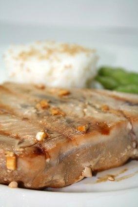 How to cook pan seared ahi tuna ehow for How to cook tuna fish