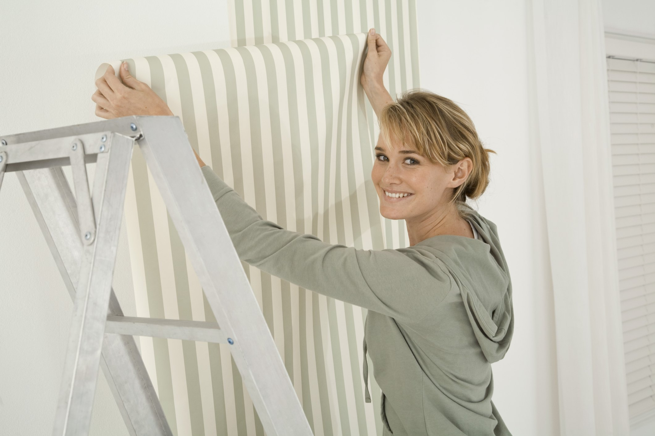 How To Hang Textured Paintable Wallpaper Ehow