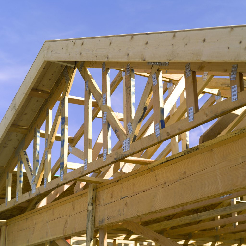 Scissor truss installation ehow for Roof trusses installation