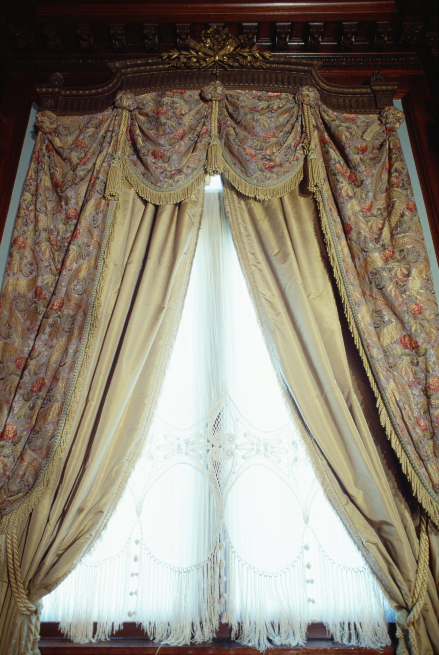 How To Make Magnetic Closures For Curtains Ehow