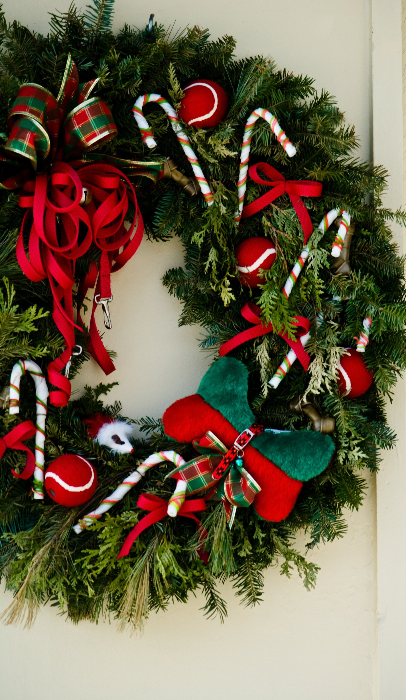 Christmas Crafts Using Candy Canes With Pictures Ehow