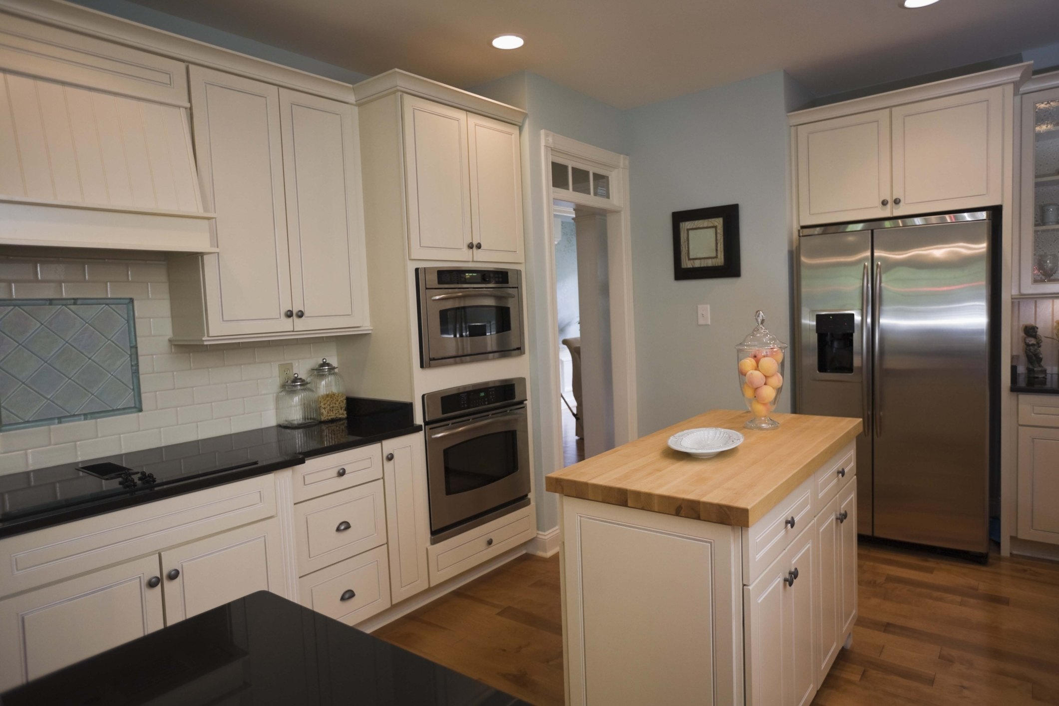 How to Cover the Gap Between Wall Cabinets & the Ceiling ...