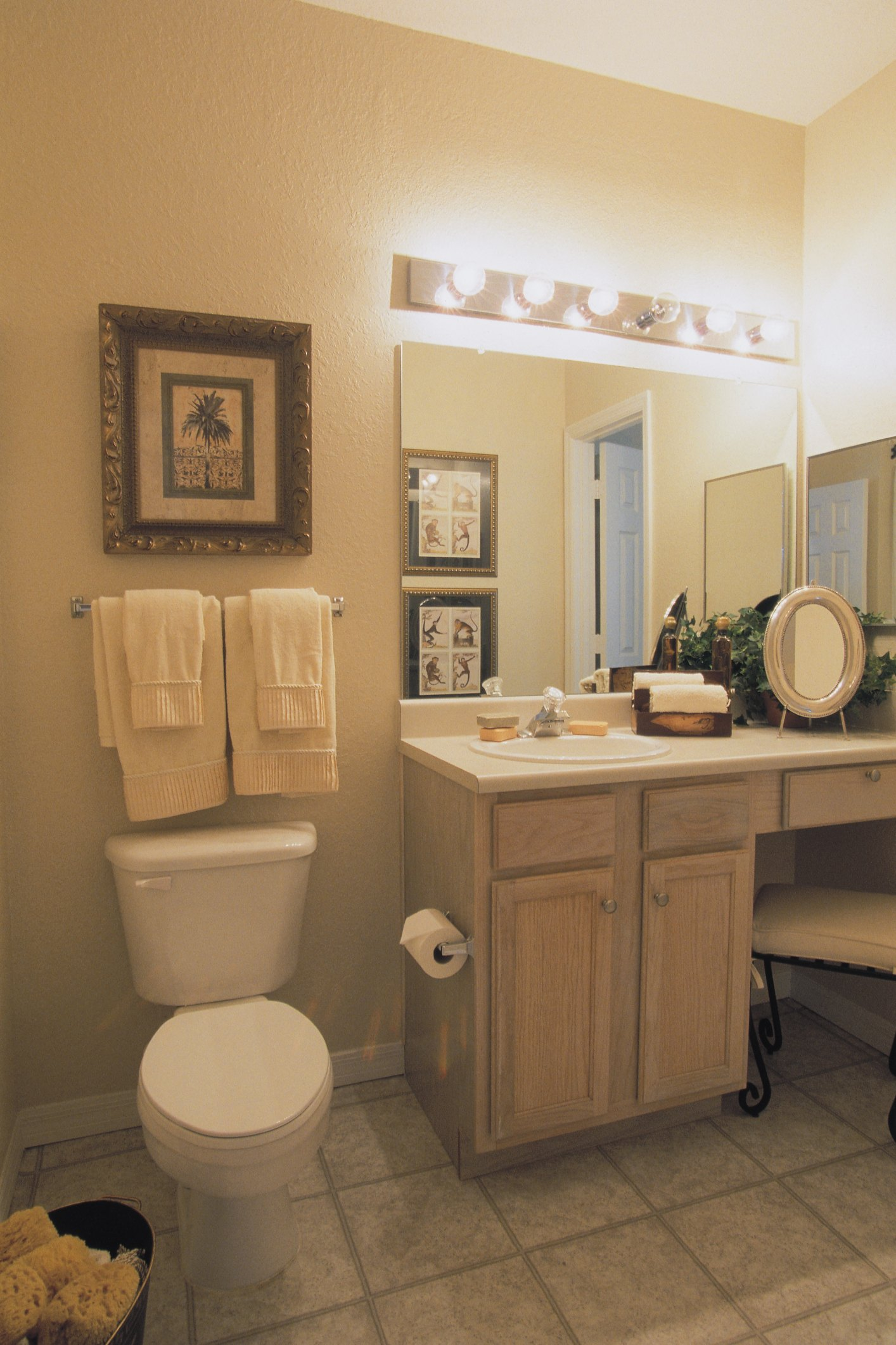 How To Size A Bathroom Vanity Bar Light Over A Mirror