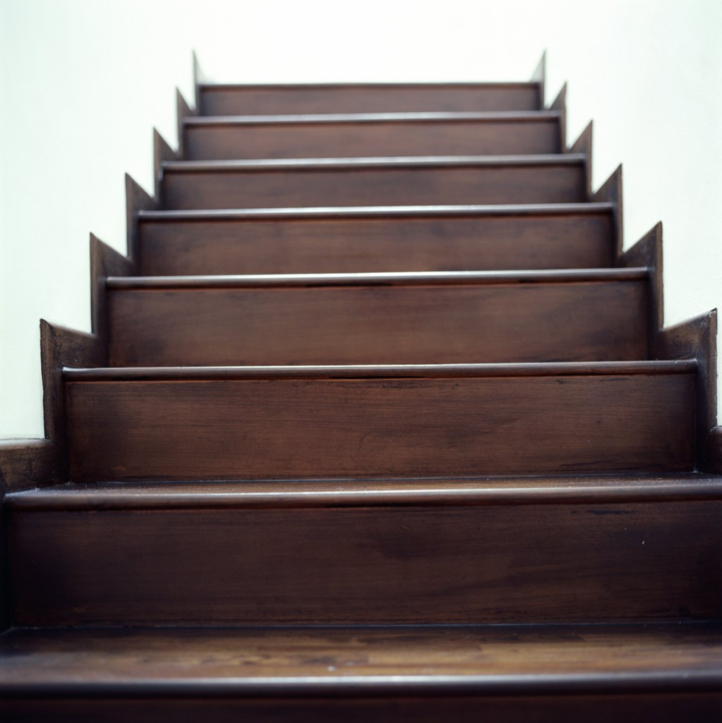 Stairs: Ideas For Easy Ways To Refinish Wood Stairs