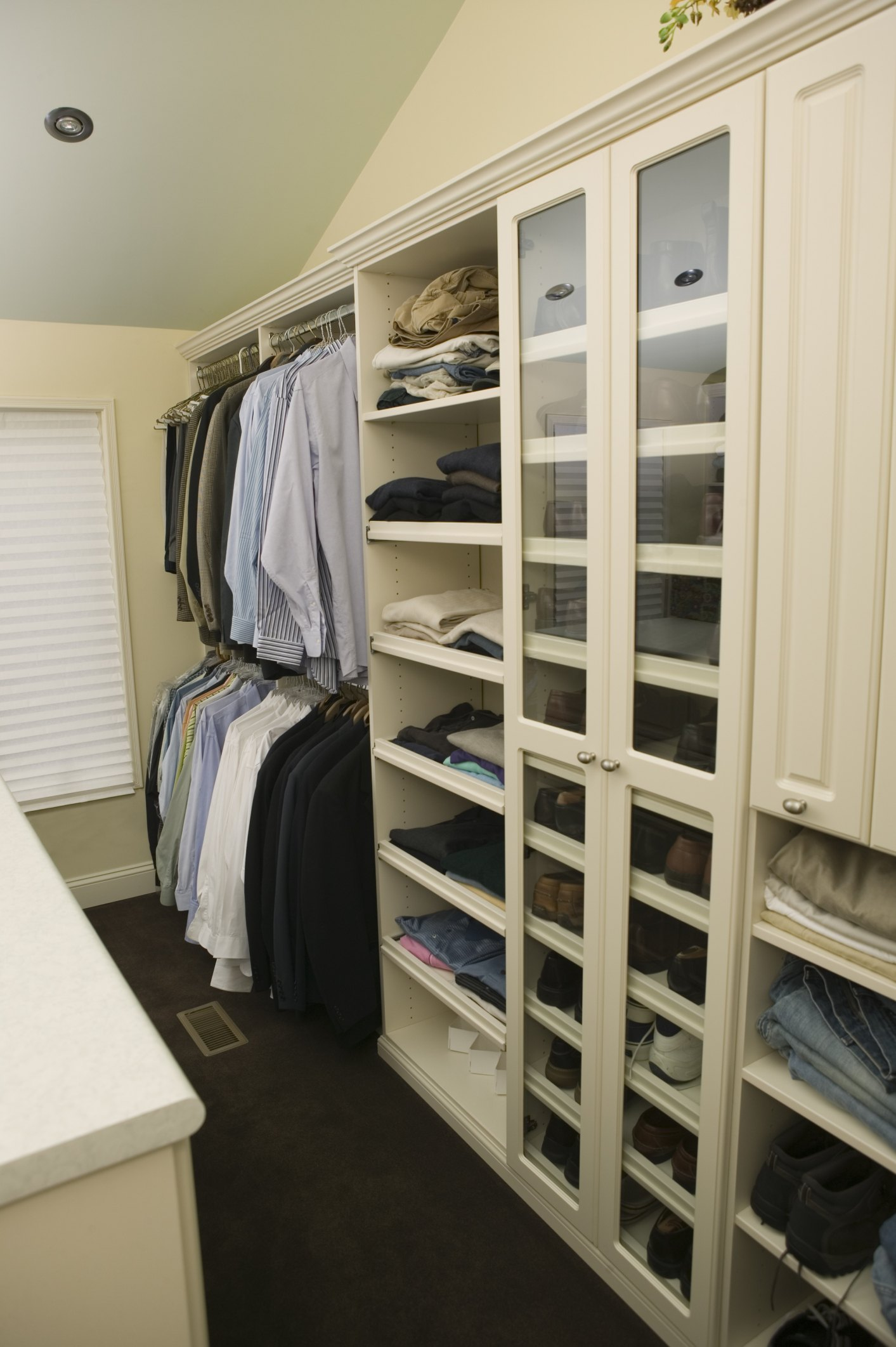 How To Turn An Extra Bedroom Into A Closet Or Dressing