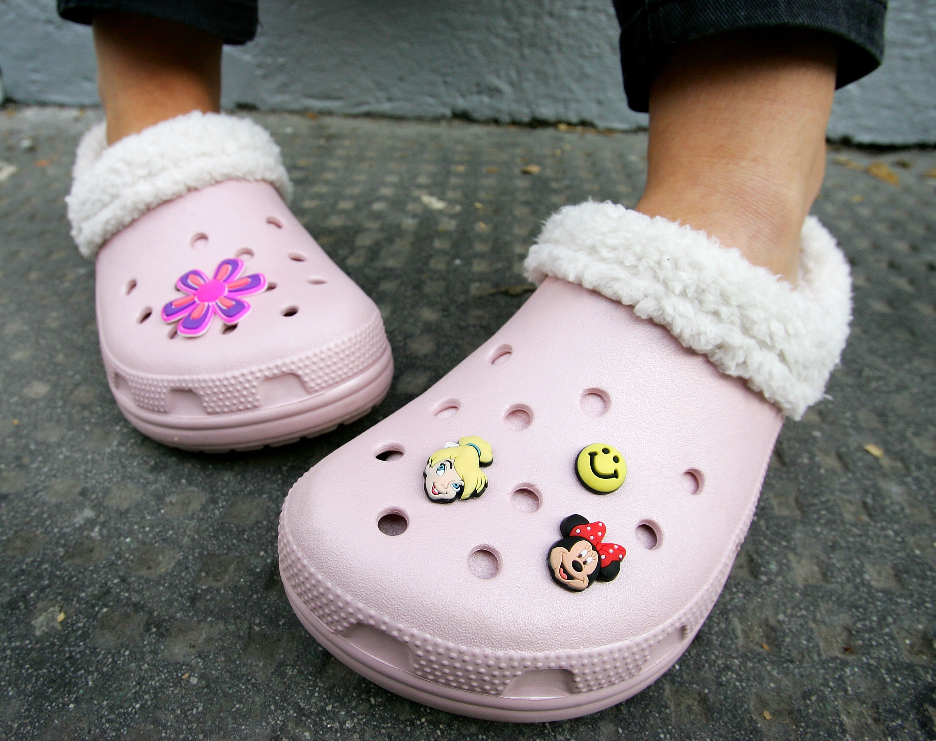 How To Clean Wash Deodorize Crocs And Rubber Sandals Ehow