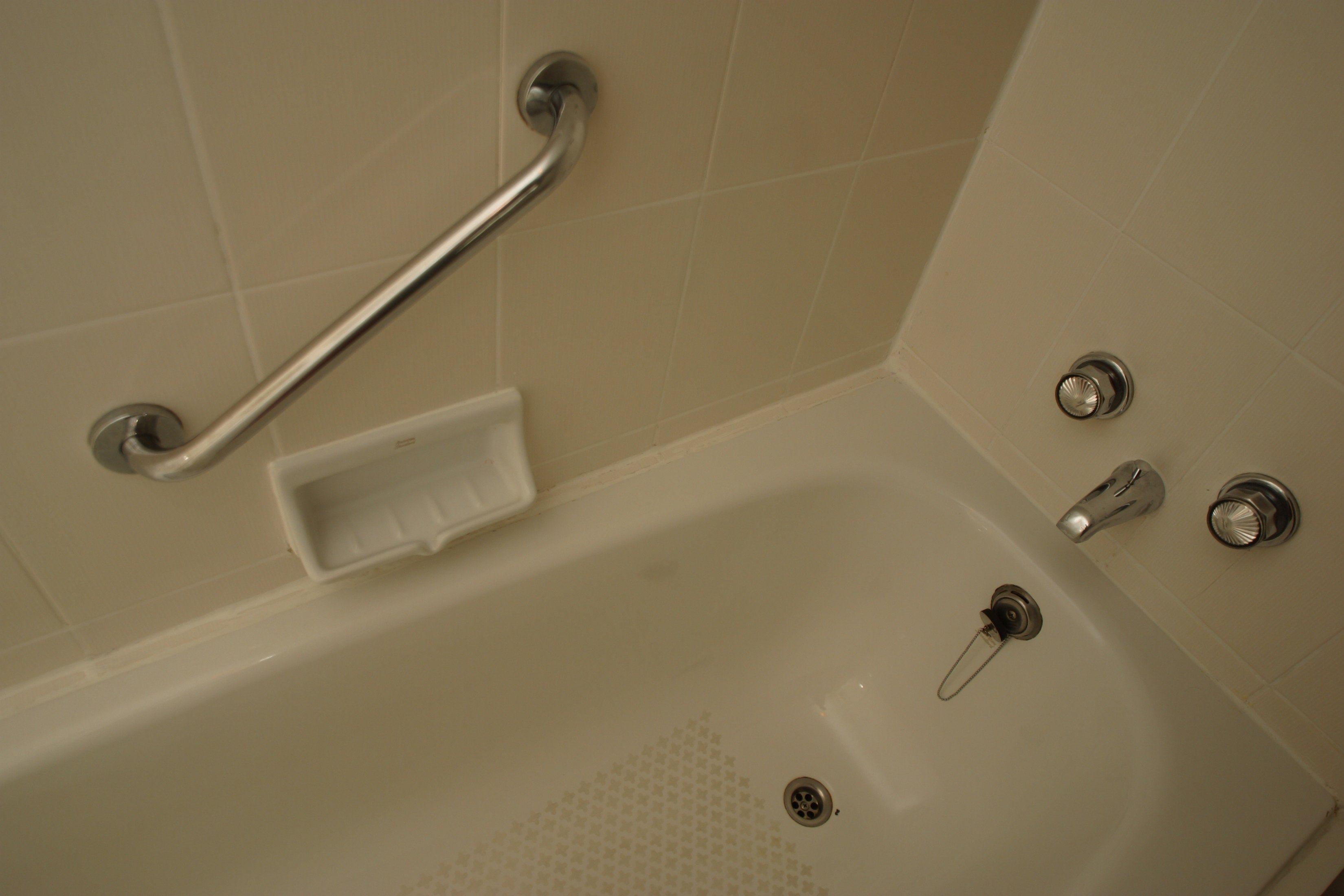 How to Clean Tub Inserts | eHow